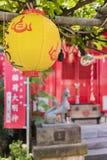 Liten Shinto Shozoku Inari relikskrin tilldelad till deningen-Mitama gudomen mig arkivbilder