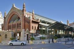 Liten shoppinggalleria och marknad i Valencia, Spanien Arkivfoto