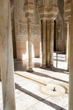 Liten springbrunn i Alhambra Arkivbilder