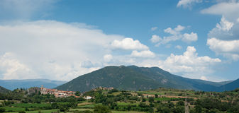 Liten stad av Peramea i spanska Pyrenees Royaltyfria Bilder