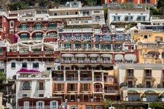 Liten stad av Positano längs den Amalfi kusten Arkivbilder