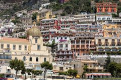 Liten stad av Positano längs den Amalfi kusten Royaltyfria Foton