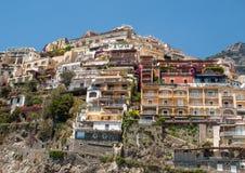 Liten stad av Positano längs den Amalfi kusten Fotografering för Bildbyråer