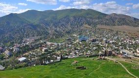 Liten stad i bergen Arkivbild
