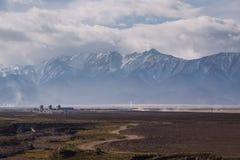 Liten stad i det Gansu landskapet, i den västra sidan av Kina Arkivfoton