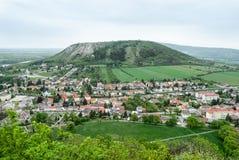 Liten stad och liten kulle Arkivfoton