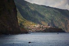 Liten stad på den atlantiska kusten Arkivbild
