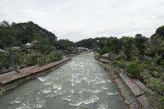 Liten stad på floden i djungeln av Sumatra, Indonesien Arkivbilder