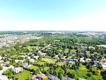 Liten stad på flyg- sikt i sommar, Ontario, Kanada Royaltyfri Fotografi