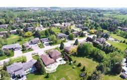 Liten stad på flyg- sikt i sommar, Ontario, Kanada Royaltyfria Foton