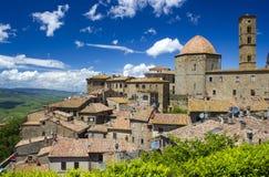 Liten stad Volterra i Tuscany Fotografering för Bildbyråer