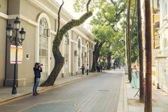 Liten stadsgata, stads- gata i centret, gatasikt i Kina Royaltyfri Foto