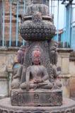 Liten stenBuddhastaty i Kirtipur, nära Katmandu, Nepal fotografering för bildbyråer