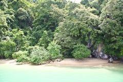 Liten strand av en ö i det Andaman havet Royaltyfria Bilder