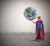 Liten superheroräddning världen Arkivfoto