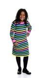 Liten svart flicka som bär den färgrika klänningen Royaltyfri Bild