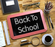 Liten svart tavla med tillbaka till skolabegreppet 3d Arkivfoto