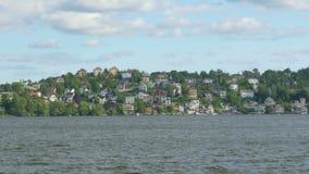 liten svensk bysikt från skeppbräde, nära stockholm, Sverige stock video