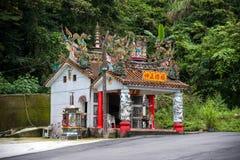 Liten tempel bredvid den Alishan huvudvägen Royaltyfri Fotografi