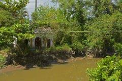Liten tempel i Can Tho Royaltyfri Bild