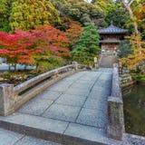 Liten tempel på Chion-i komplexet i Kyoto Arkivbild