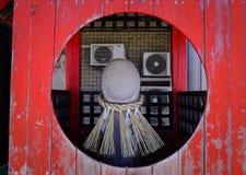 Liten tempel på en by i Akita, Japan Royaltyfri Fotografi