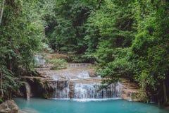 Liten tiered vattenfall i Thailand arkivfoto