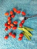 Liten tomater och gaffel royaltyfria foton