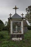 Liten trädgårds- relikskrin royaltyfri foto