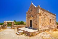 Liten traditionell kyrka på Kreta Arkivbild
