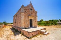 Liten traditionell kyrka på Kreta Royaltyfri Bild