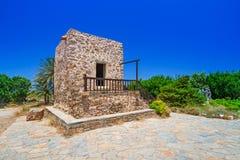 Liten traditionell kyrka på Kreta Royaltyfria Bilder