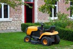 liten traktor Arkivfoton
