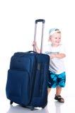 Liten turist med resväska på vitbakgrund Royaltyfri Foto
