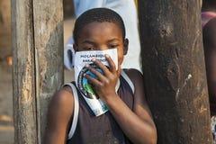 Liten unge från nordliga Mocambique Arkivfoton