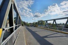 Liten vägbro över floden Royaltyfri Bild