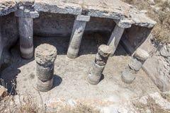 Liten vattenbehållare överst av forntida Thira, Santorini Arkivbild