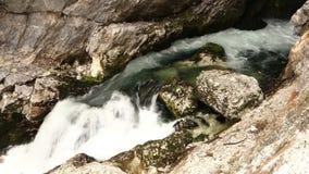 liten vattenfall lager videofilmer