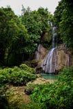 Liten vattenfall, Bohol ö, Filippinerna royaltyfri fotografi