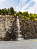 Liten vattenfall i berg, Norge Royaltyfri Bild