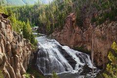 Liten vattenfall i den Yellowstone nationalparken Royaltyfri Foto