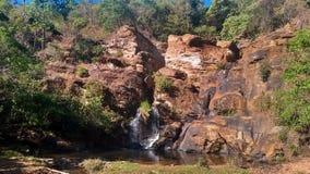 Liten vattenfall i inre av Brasilien royaltyfria foton