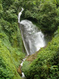 Liten vattenfall i Nepal Royaltyfri Foto