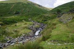 Liten vattenfall ner berget Royaltyfria Bilder