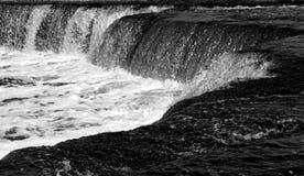 Liten vattenfall på den soliga dagen Royaltyfri Foto