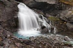 Liten vattenfall på Videdolaen Royaltyfri Bild