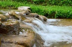 Liten vattenfallbakgrund Fotografering för Bildbyråer