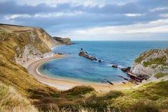 Liten vik för krig för mannolla-` på den Dorset kusten i sydliga England, mellan uddarna av den Durdle dörren till det västra och Royaltyfri Fotografi