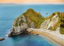 Liten vik för krig för mannolla-` på den Dorset kusten i sydliga England, mellan uddarna av den Durdle dörren till det västra och Arkivbilder