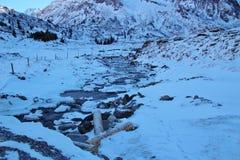 Liten vik i bergen i vinter, Gastein dal, Österrike, Europa Fotografering för Bildbyråer